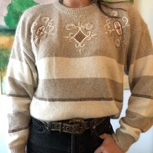 VINTAGE tan cream stripe embroidered sweater M